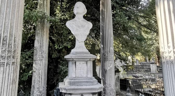 Fallait-il vraiment refaire comme ça le buste de Marie-Louise Godbert?
